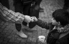 "Jan Thau ""Sweets"" Auszug Serie ""just Humans"" 2015 Flüchtlingsankunft"